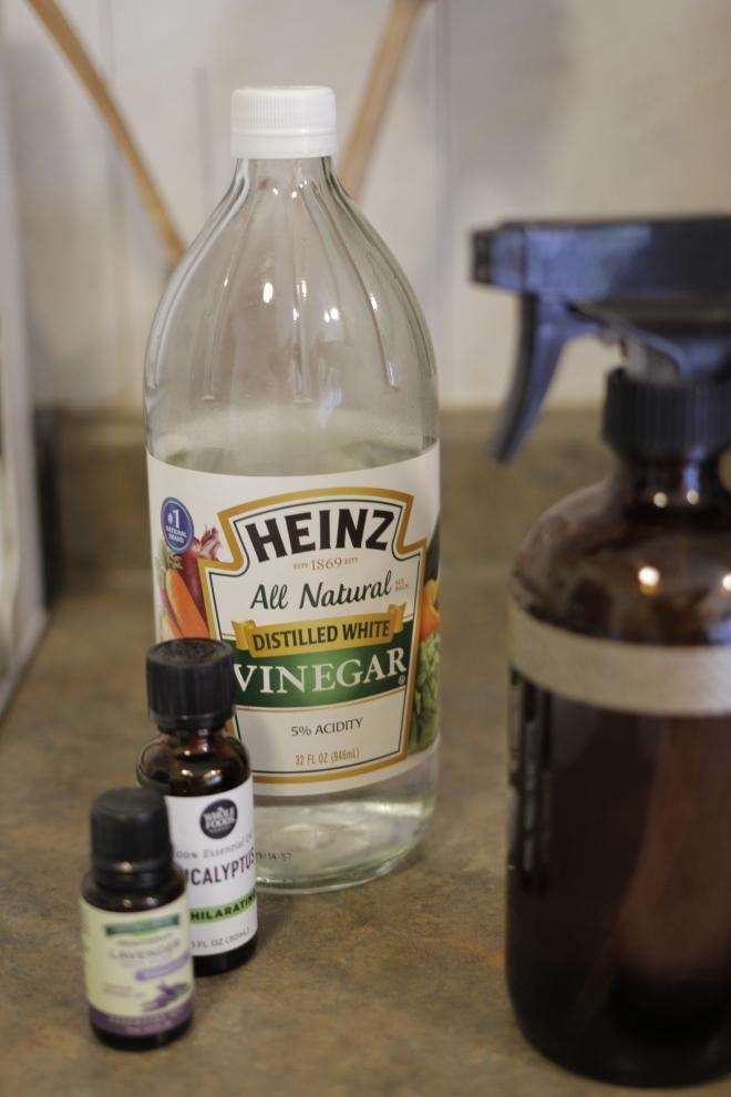 White Vinegar Cleaning Solution
